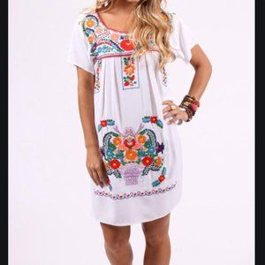 IZZY & LOLA EMBROIDERED SHIFT DRESS SMALL